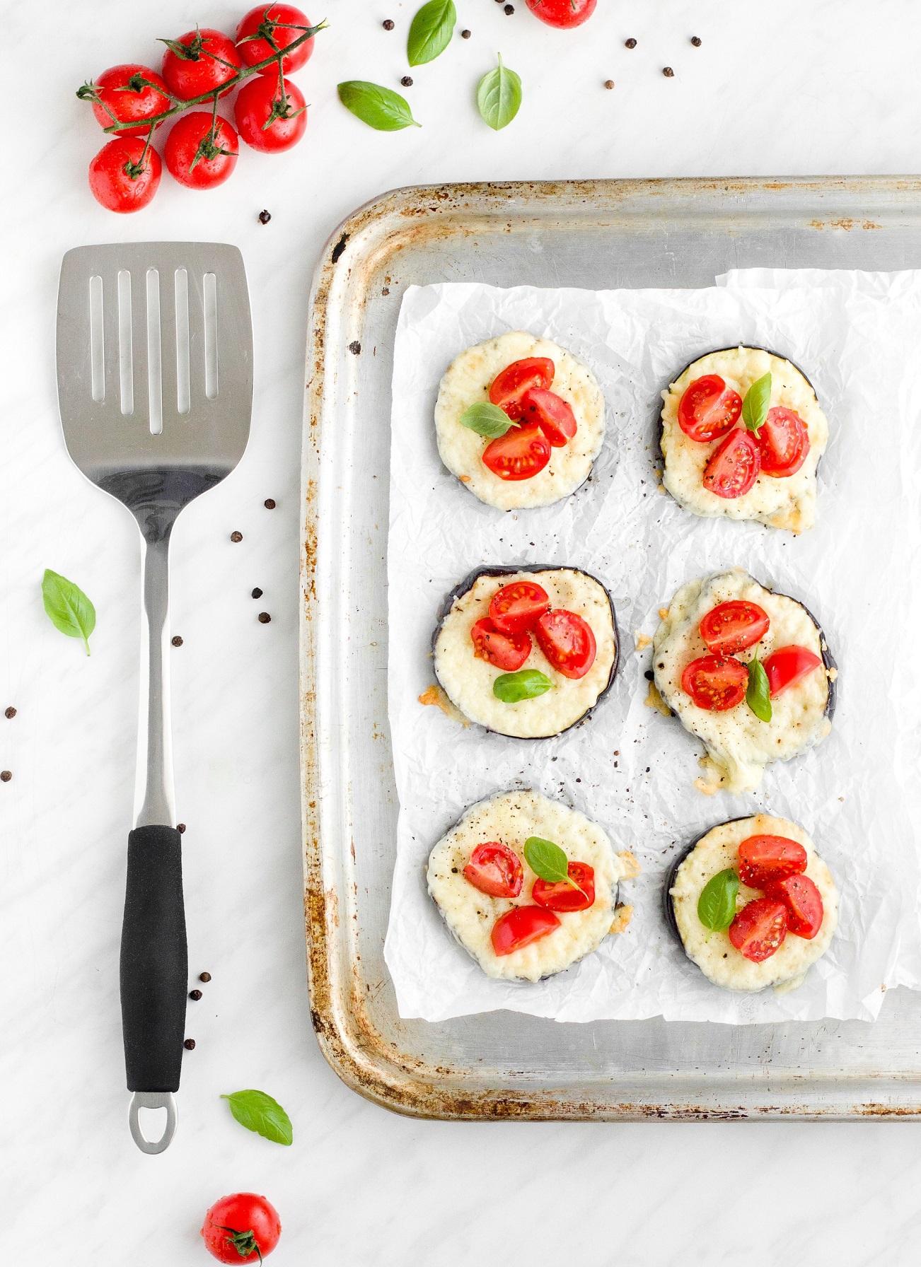 Zapiekany bakłażan z serem i pomidorami